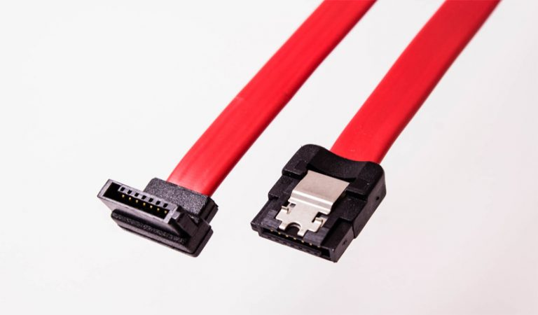 SATA2K-XXL-Amphenol-SATA-Cable-Straight-with-Latch-to-Left-Angle-003-818x479w